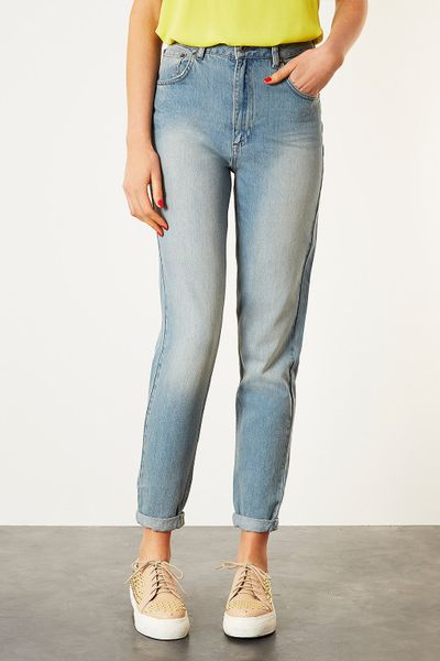 topshop tall moto mom jeans in blue bleach stone lyst. Black Bedroom Furniture Sets. Home Design Ideas