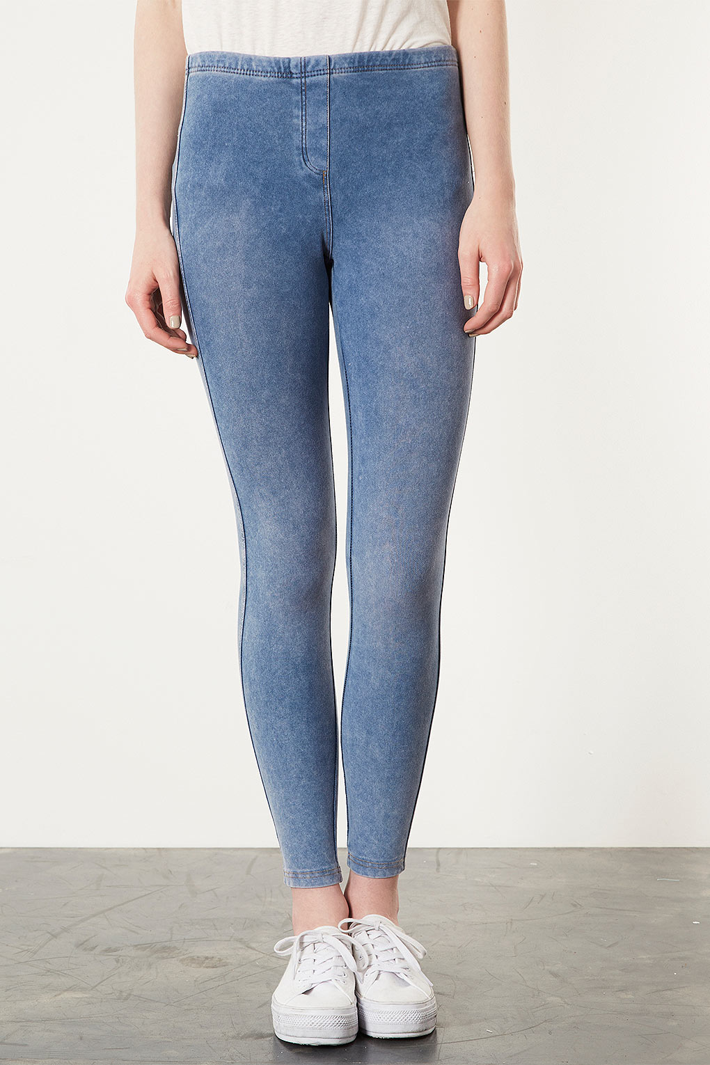 8014fb0c4b7cc TOPSHOP Light Washed Denim Leggings in Blue - Lyst