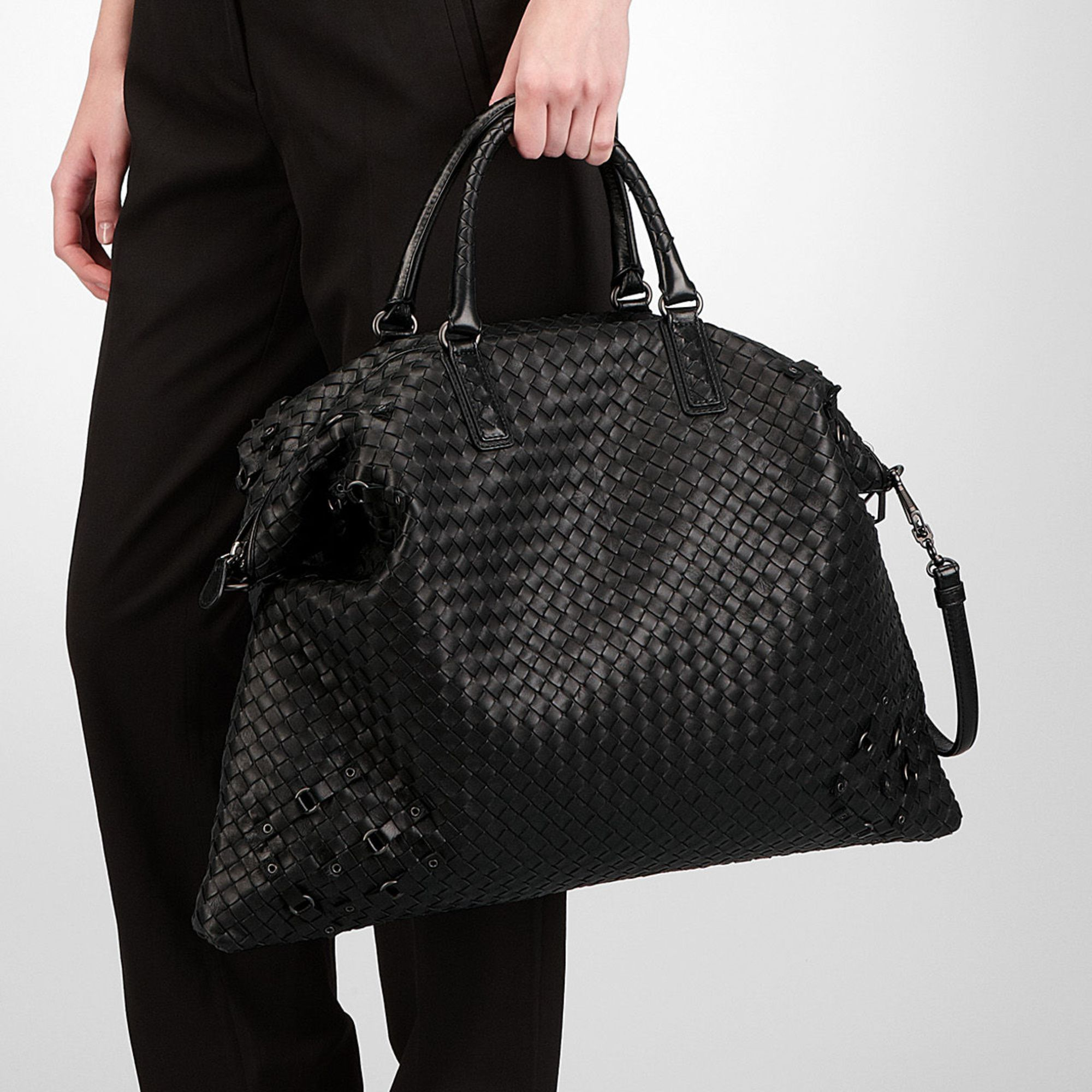 37c8b585a7 Bottega Veneta Nero Intrecciato Nappa Circle Convertible Bag in ...