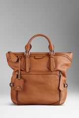 Burberry Large Grainy Leather Tote Bag - Lyst