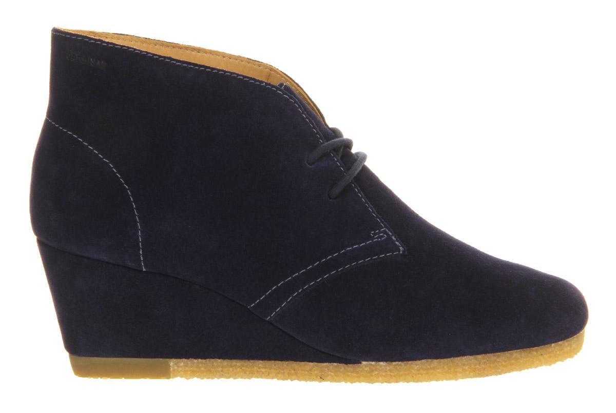 clarks yarra desert boots in blue lyst