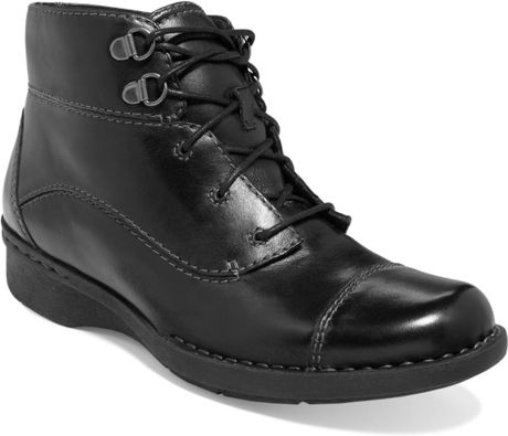 Clarks Womens Shoes Whistle August Lace Booties in Black (Black Leather)