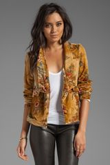 Chaser Velvet Blazer in Yellow - Lyst