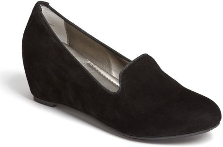 Me Too Sable Pump in Black (Black Suede)