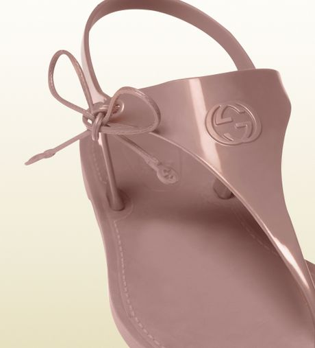 Gucci Katina Light Pink Rubber Thong Sandal In Gray Pink
