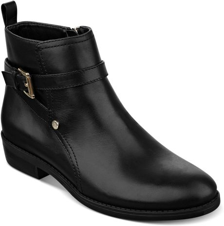 Tommy Hilfiger Connor Booties in Black (Black Solid Leather)