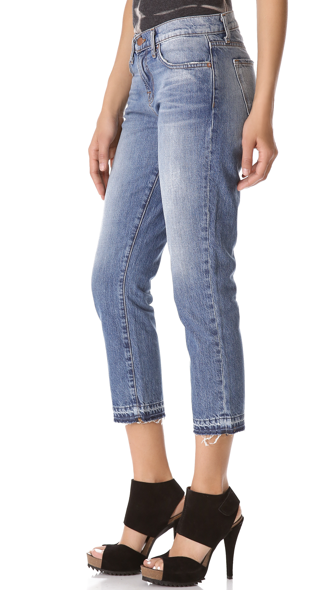 There are as many types of jeans as there are women's silhouettes. Just find the fit that suits you best and choose your style. Rips, patches, embroidery, fraying or irregular hems.