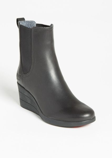 black ugg rain shoes