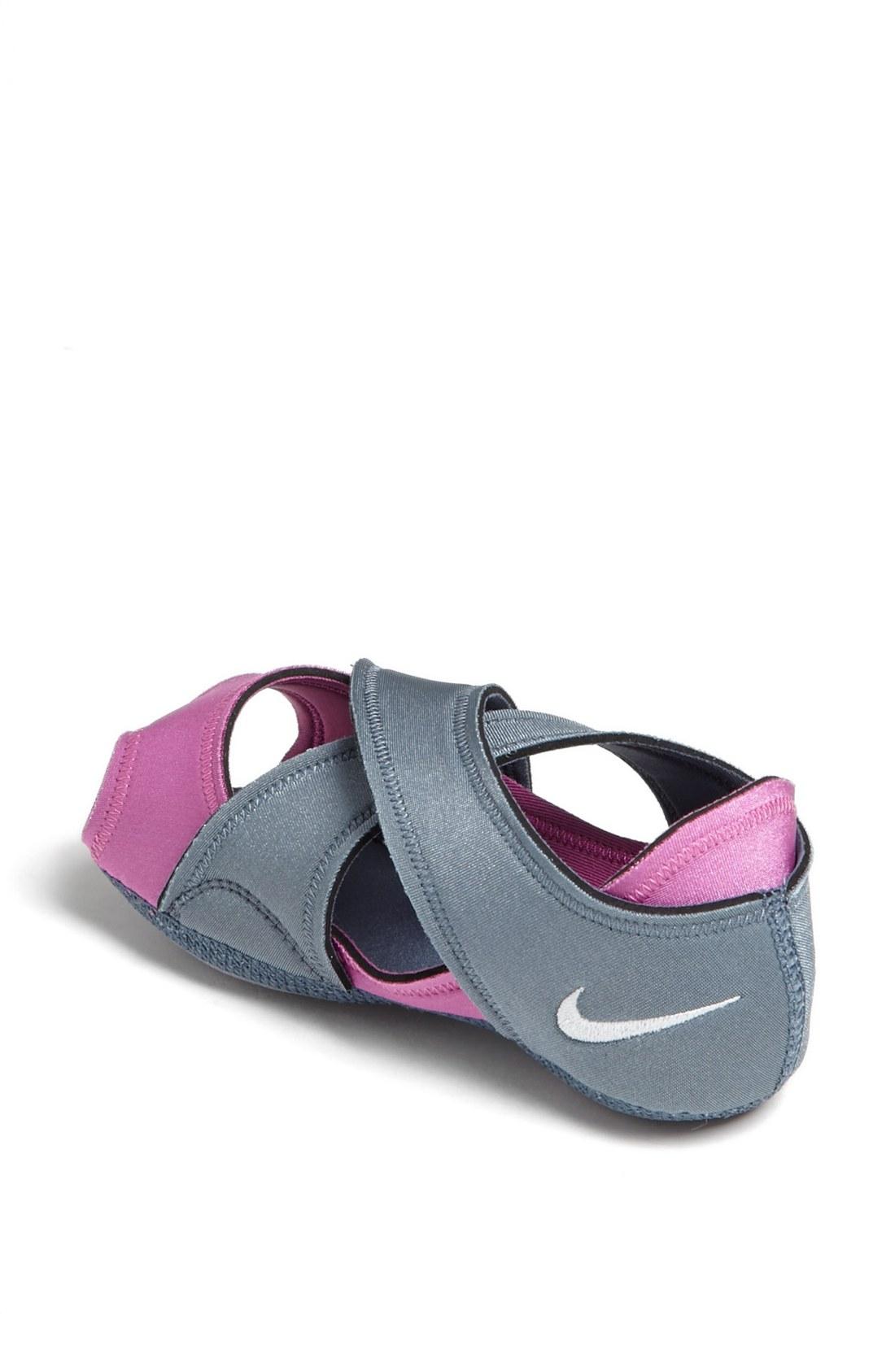 nike studio wrap shoe in gray slate club pink