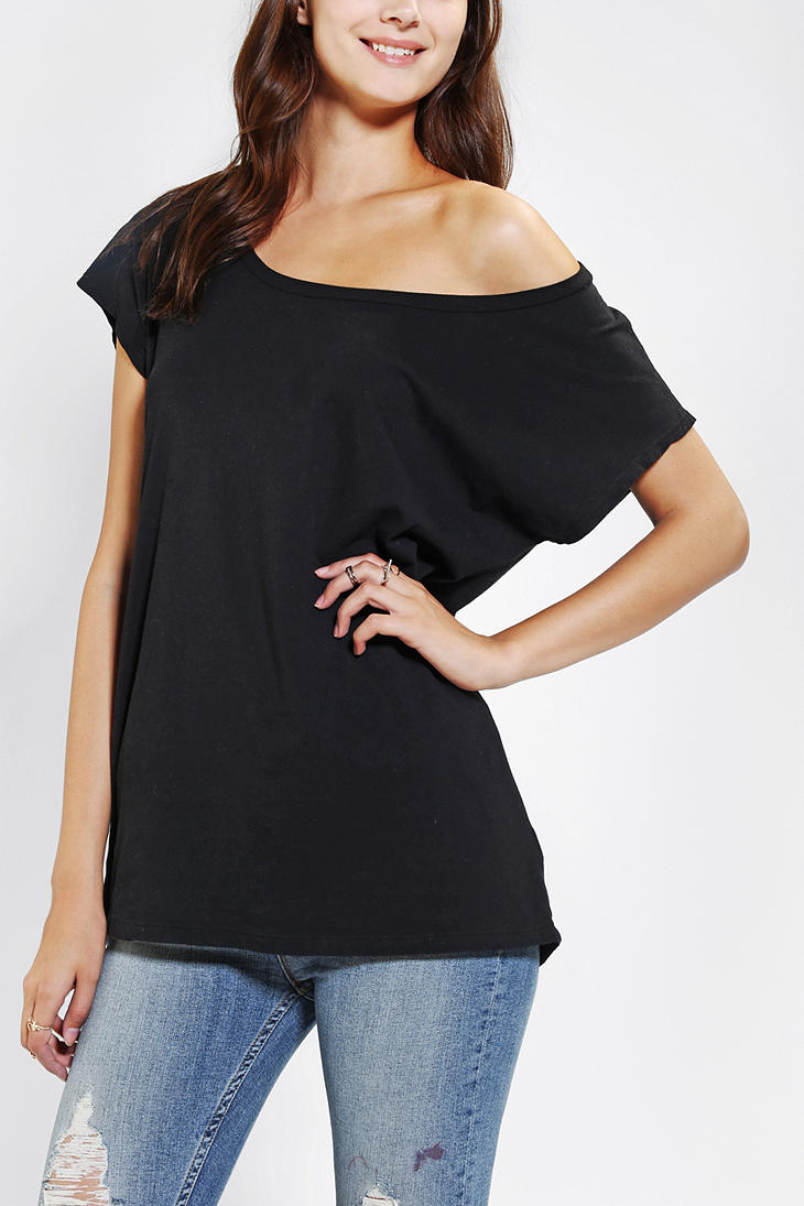 Shop for [HOT] Knitted Off Shoulder Crop Tee in BLACK M of Tees and check + hottest styles at ZAFUL. A site with wide selection of trendy fashion style women's clothing, especially swimwear in all kinds which costs at an affordable price.