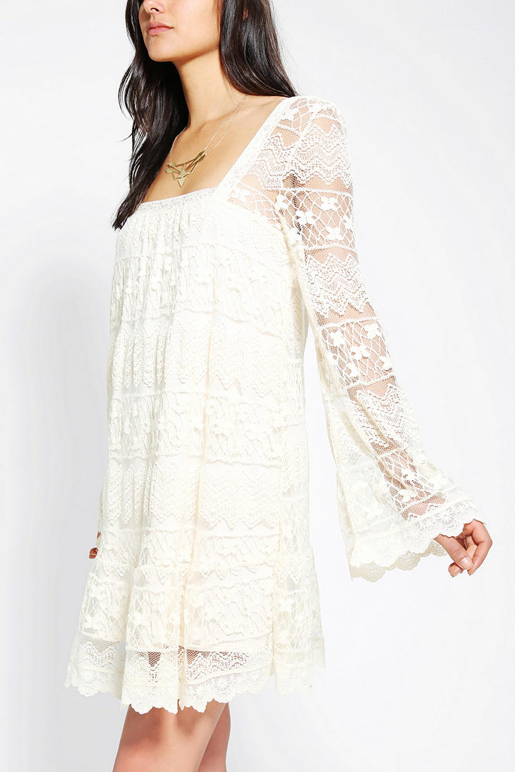 df64e0d10a5 Short Cream Lace Dress With Sleeves