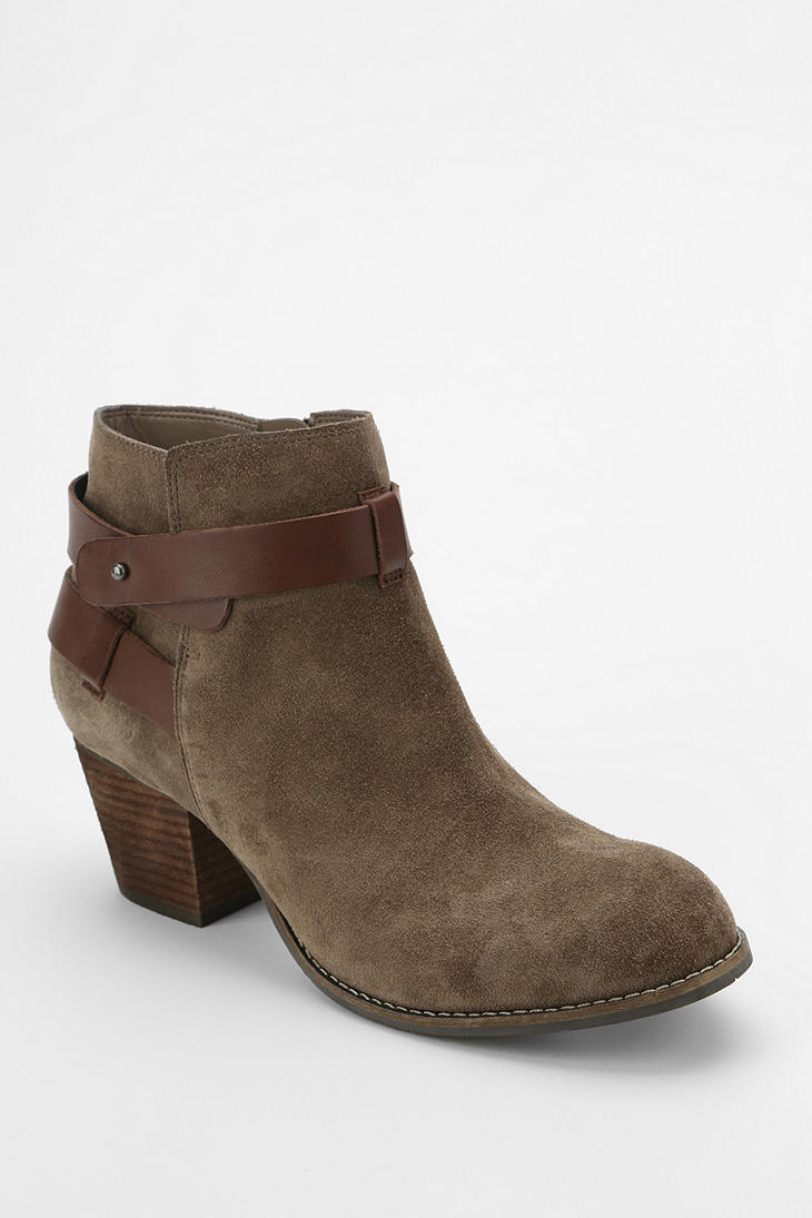 outfitters dolce vita jackson ankle boot in beige