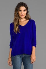 Autumn Cashmere Relaxed Vneck with Exposed Seams in Blue - Lyst