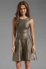 Issa Sleeveless Short Dress in Metallic Gold - Lyst