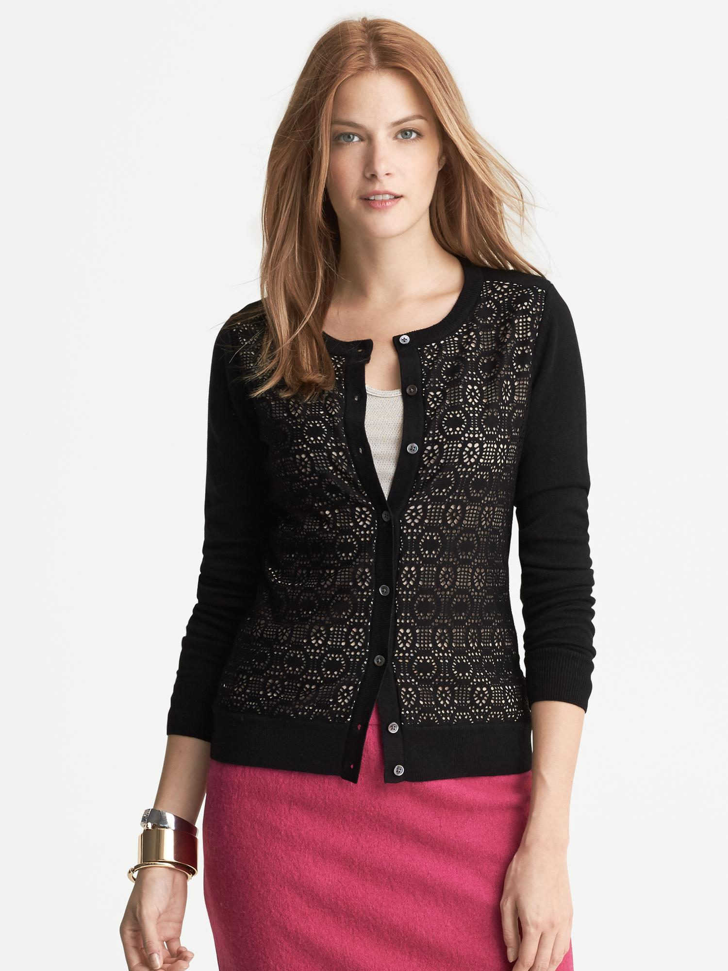 Upgrade your wardrobe with fashionable women's clothing from Banana Republic. Browse a wide range of women's clothes including tops, pants, skirts, dresses, and more.