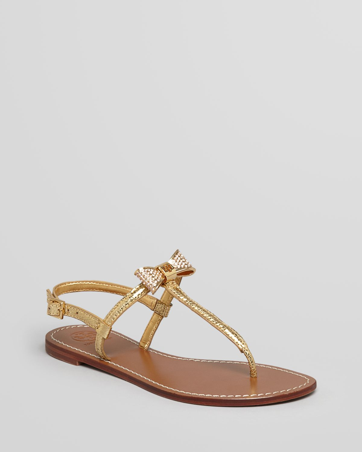 Lyst Tory Burch Thong Sandals Bryn Pave Bow Flat In Metallic