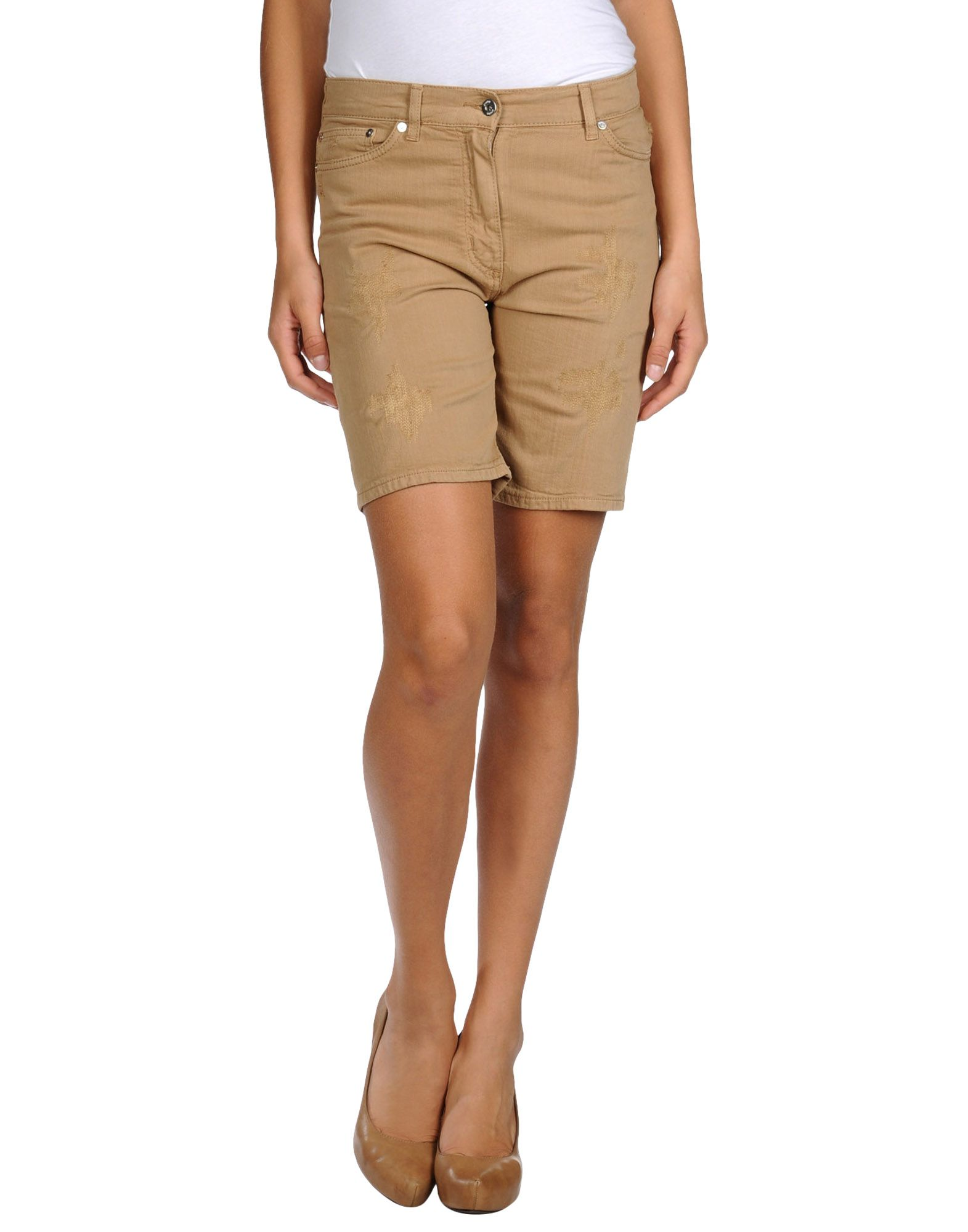 Find khaki shorts for every style with this selection of casual duds at Gap. Stylish Casual Fashion. You want to look cool and effortless. Khaki shorts get the job done with an array of comfortable picks that work for the warm weather season.
