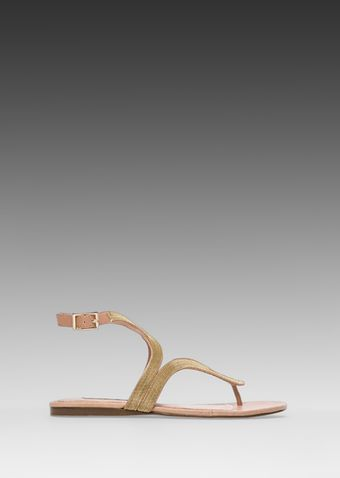 Steven Resorts Sandal in Gold - Lyst