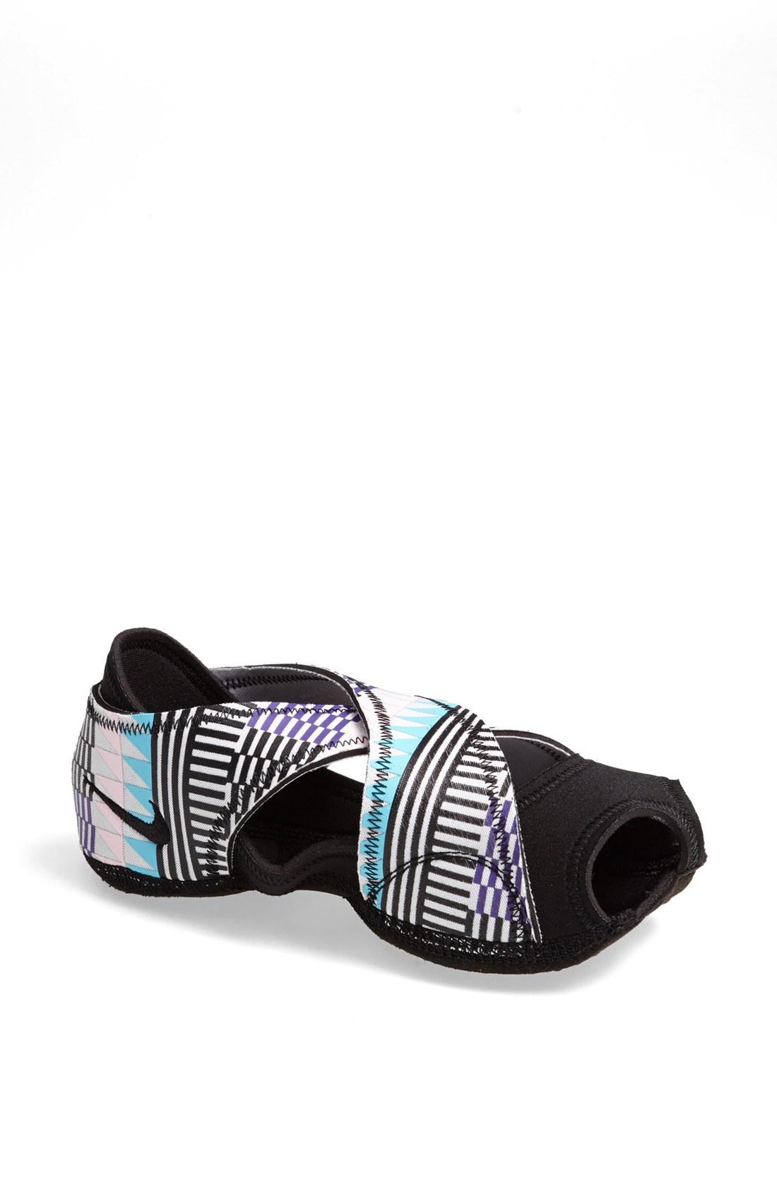 nike studio wrap training shoe in black black grey