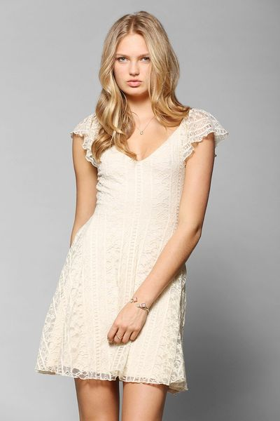 Kimchi blue valencia lace flutter back dress in white - Urban outfitters valencia ...