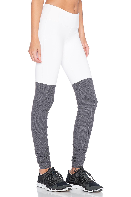 6b9419c0da643 Alo Yoga Goddess Ribbed Legging in Gray - Lyst
