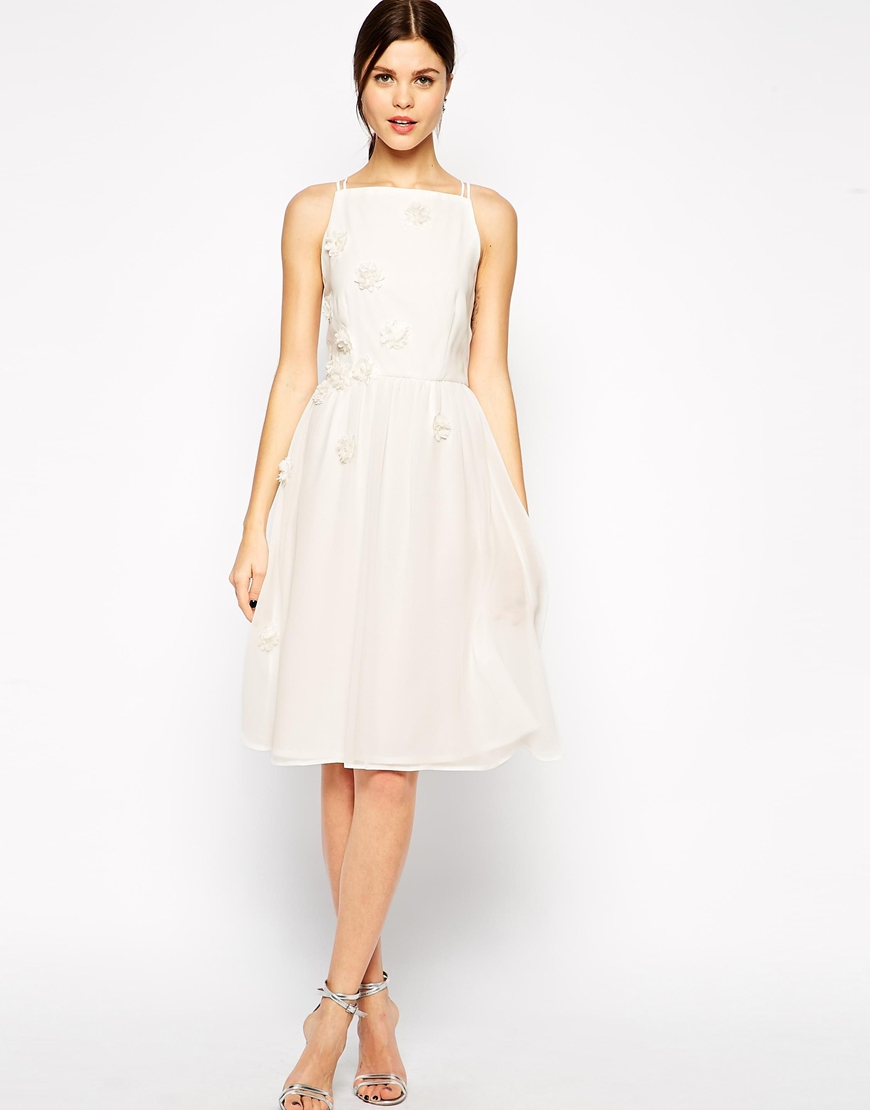 Lyst Elise Ryan High Neck Midi Prom Dress With 3d Daisy Flowers In