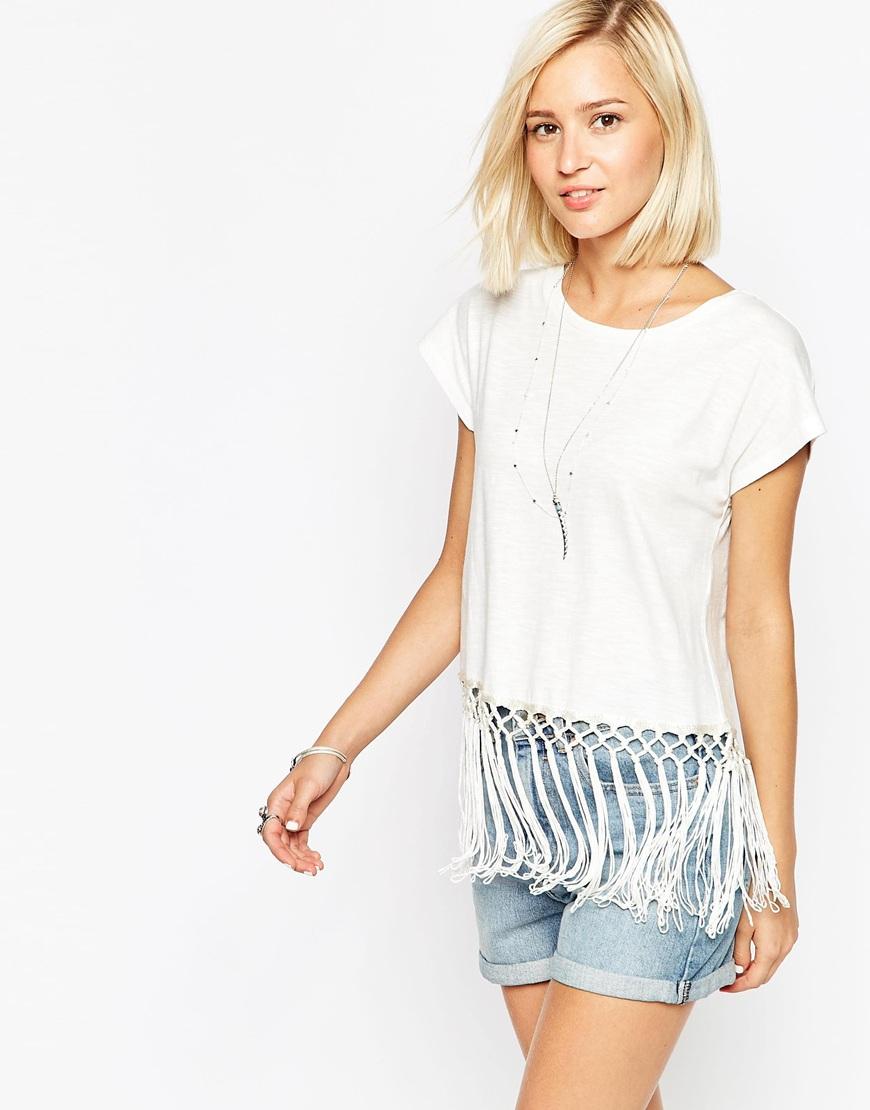 vero moda t shirt with fringe hem in white snowwhite lyst. Black Bedroom Furniture Sets. Home Design Ideas