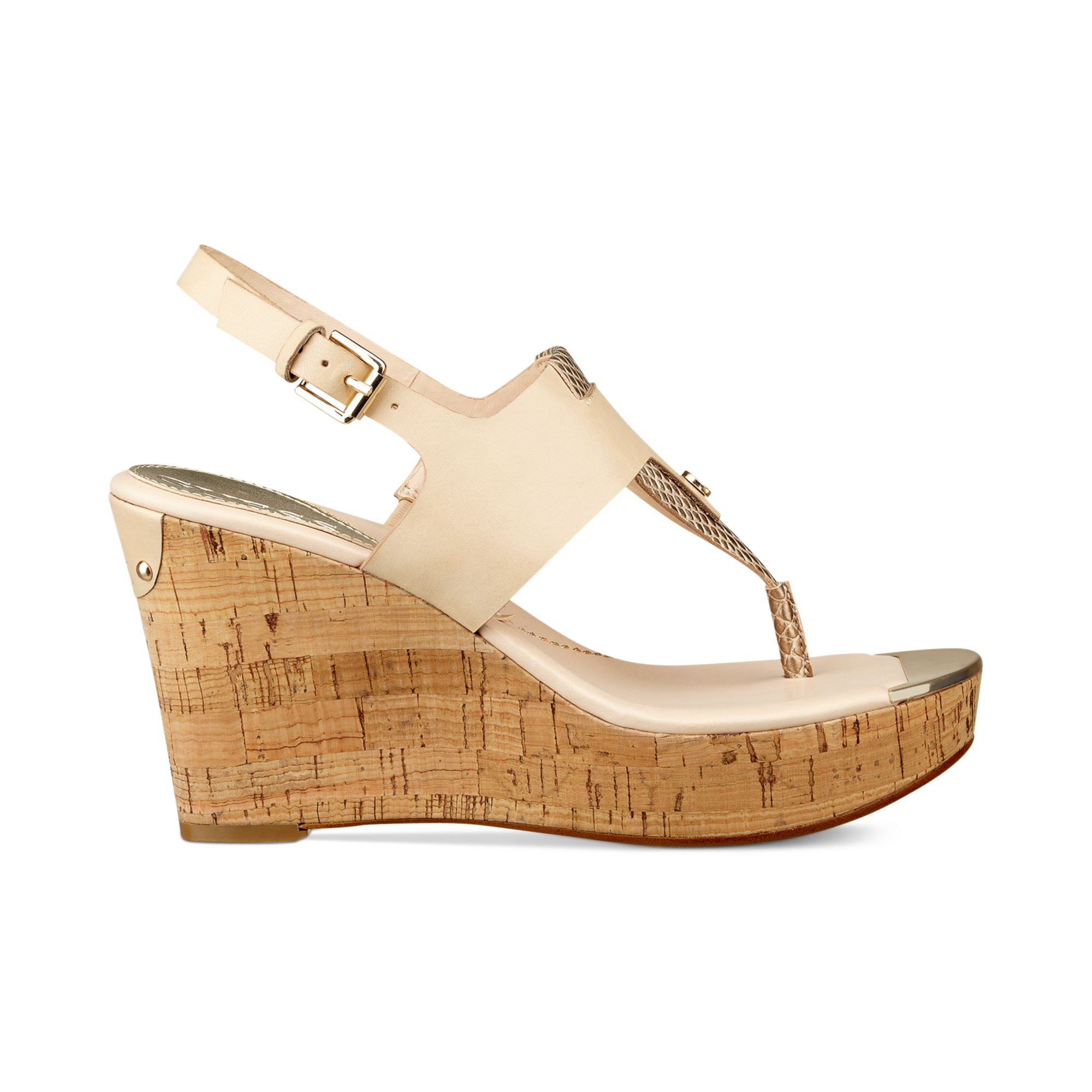 c2a202f809bf1 Lyst - Guess Magli Platform Wedge Thong Sandals in Natural