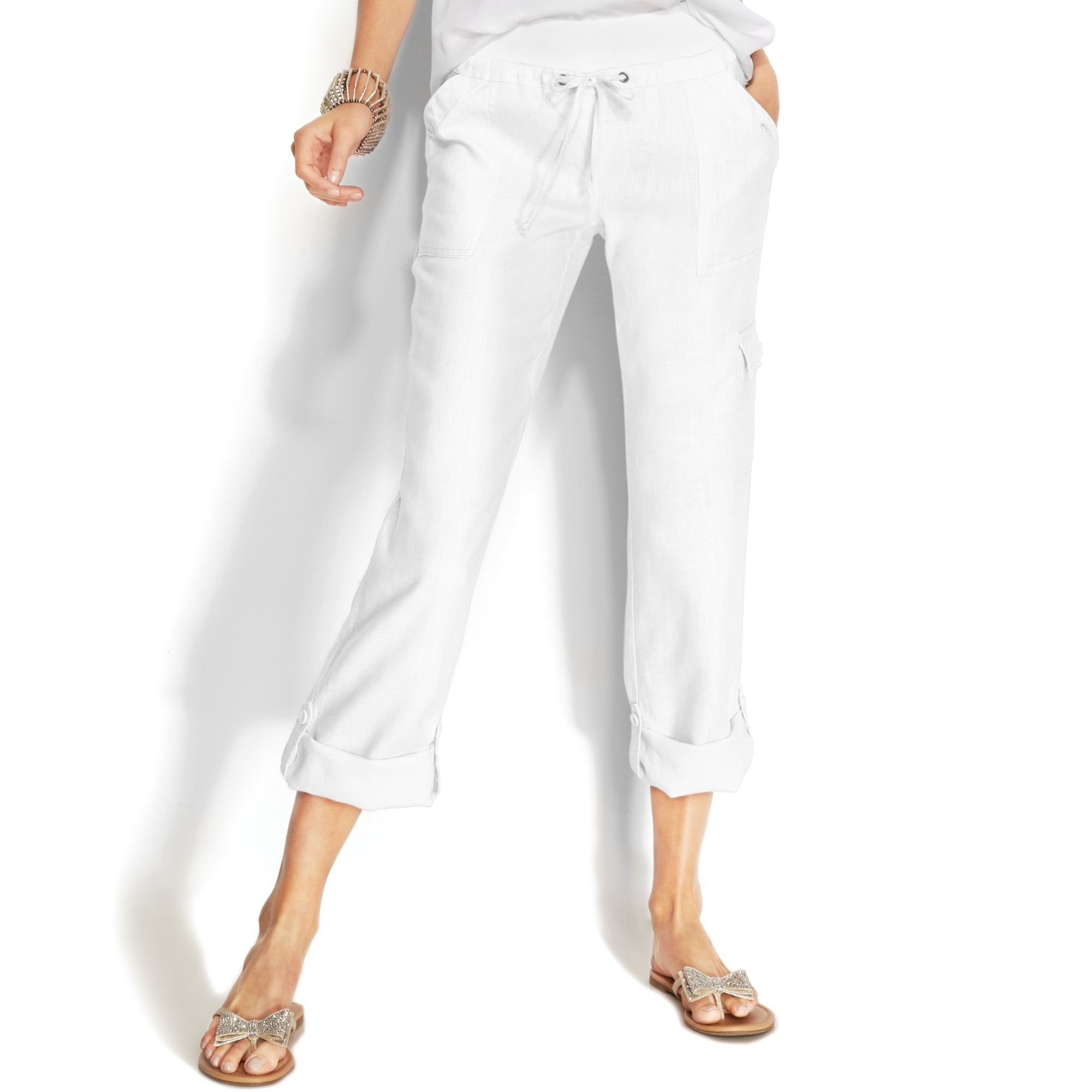 Linen Pants For Women. When the warm days of summer hit, you need clothing that will keep you cool and stylish at the same time. Linen pants for women combine the comfort of breathable fabric with a timeless and classic look.