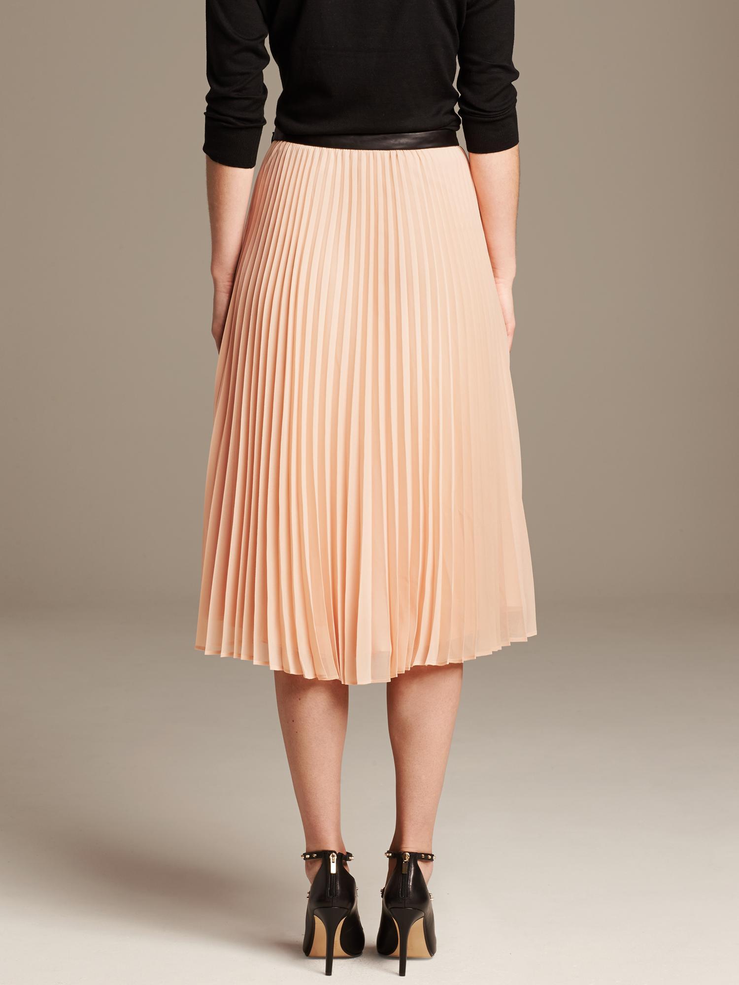 99f61604e2 Banana Republic Pleated Chiffon Midi Skirt in Pink - Lyst