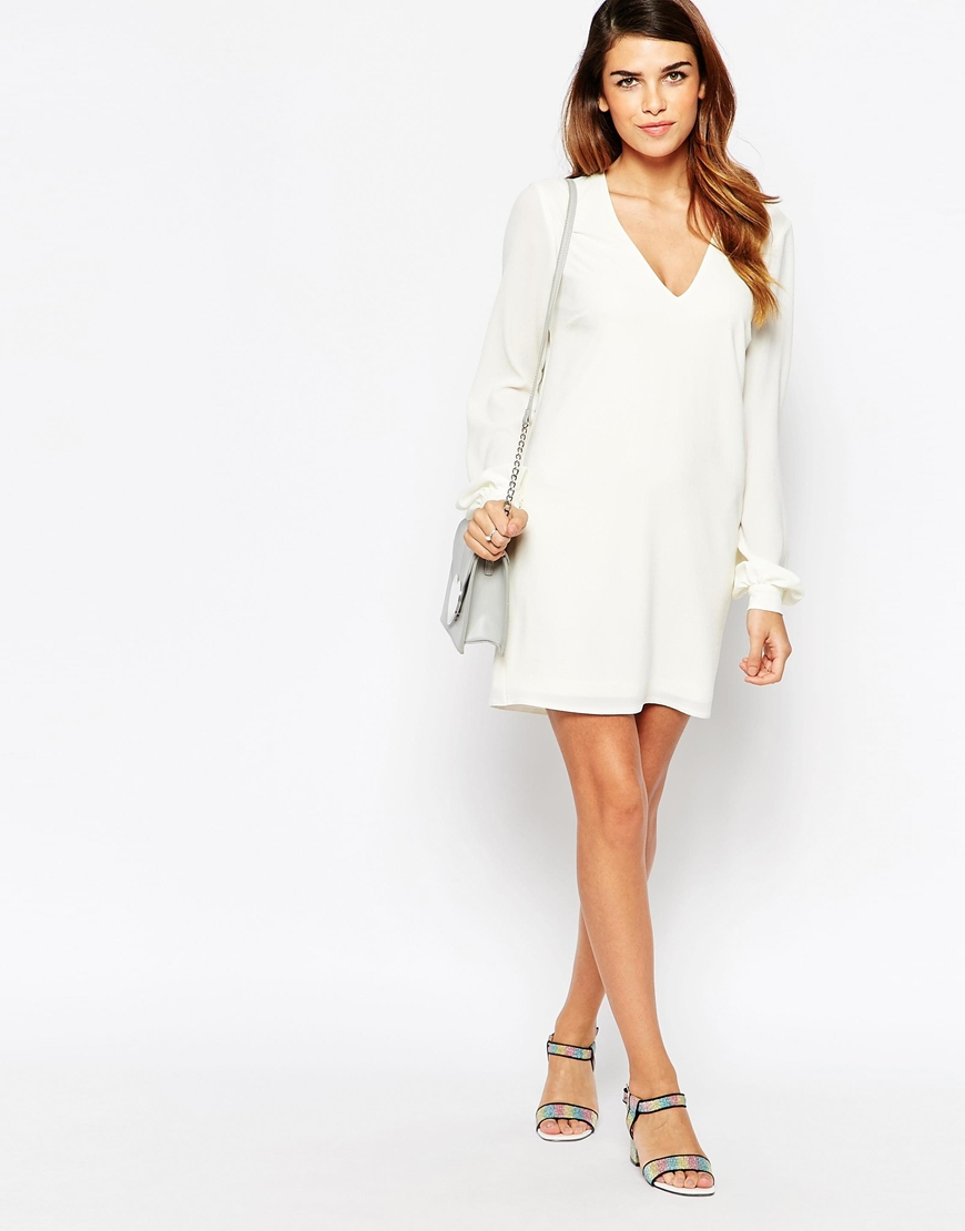 b667bf121e782 Lyst - ASOS Petite Bell Sleeve Shift Dress With V Neck in Natural