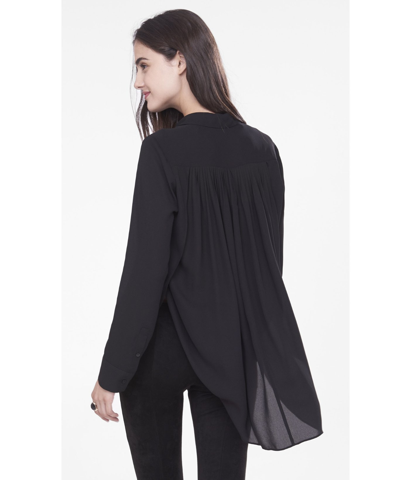 Find long sleeve or sleeveless tunics and everything in between. Floaty light-weight tunics won't cling in the summer heat, and heavier tunic tops are easy to layer in office AC or colder temperatures. Pick up swingy A-line tunics or clingy knits. From dolman to flutter sleeve, our tunics cover a range of styles.