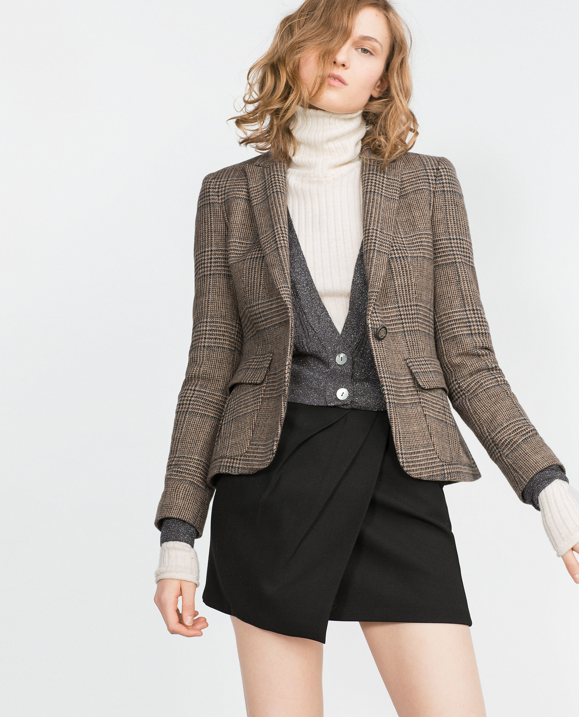 A white blazer, pinstripes or sleeve details will help you make a lasting impression for your big interview, but women's blazers aren't just for the office. Cutaway, classic and boyfriend blazers give any outfit a sleek edge. Try one of our sleeveless styles with a pair of shorts, and wear it out on date night.