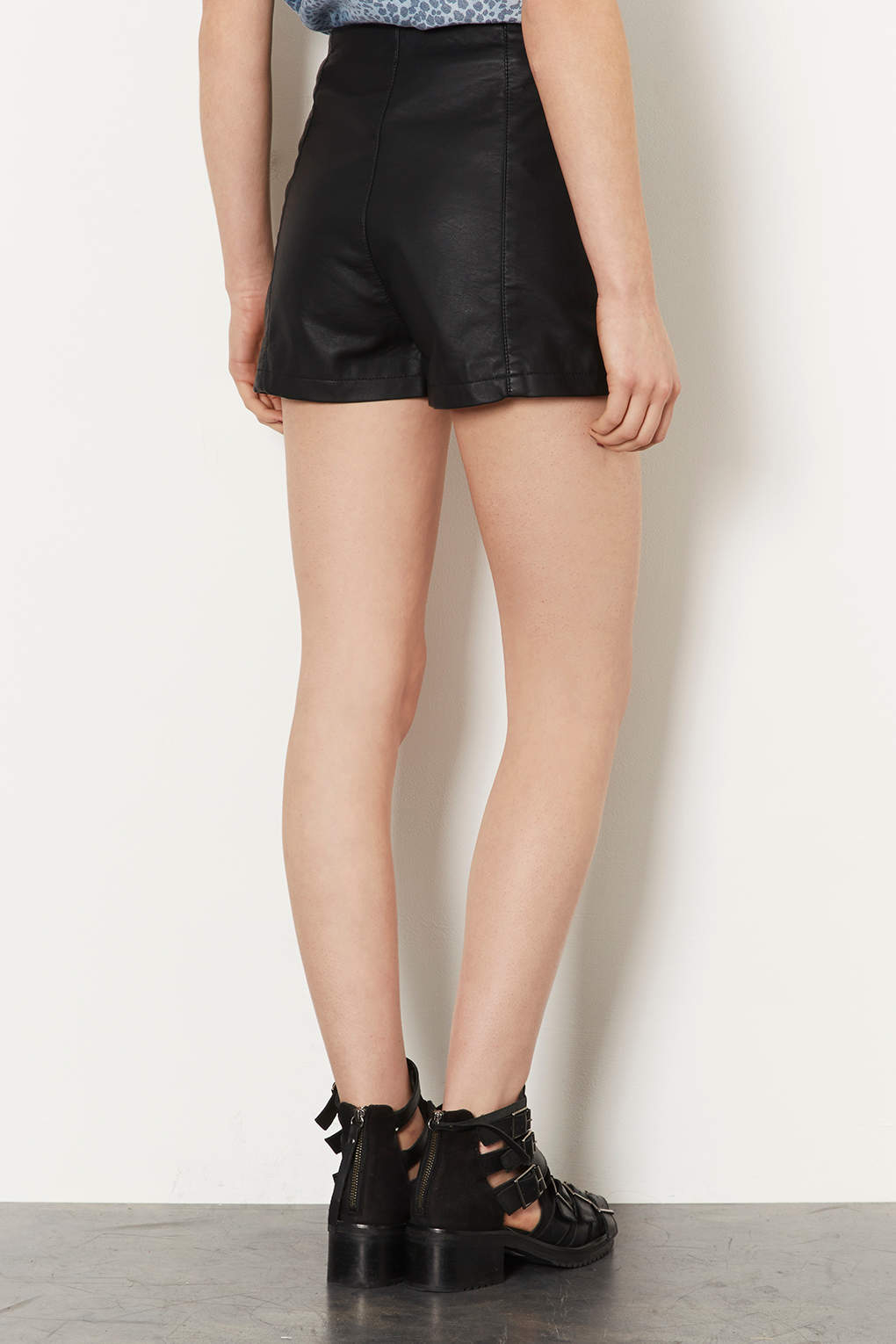 06a07495ba0e9 TOPSHOP Petite Leather Look Shorts in Black - Lyst