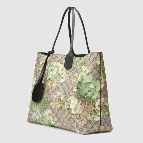 b6a30611111d Gucci Reversible Gg Blooms Leather Tote in Gray - Lyst