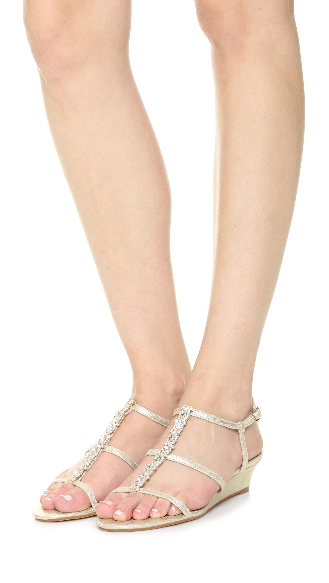 Badgley Mischka Terry Embellished T Strap Wedge Sandals s0v7t1EQME