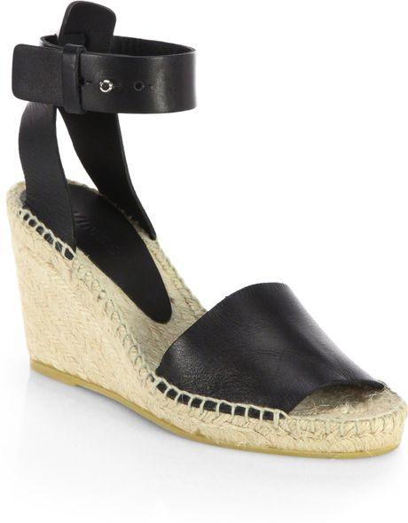 Ladies Walking Sandals Desember 2013