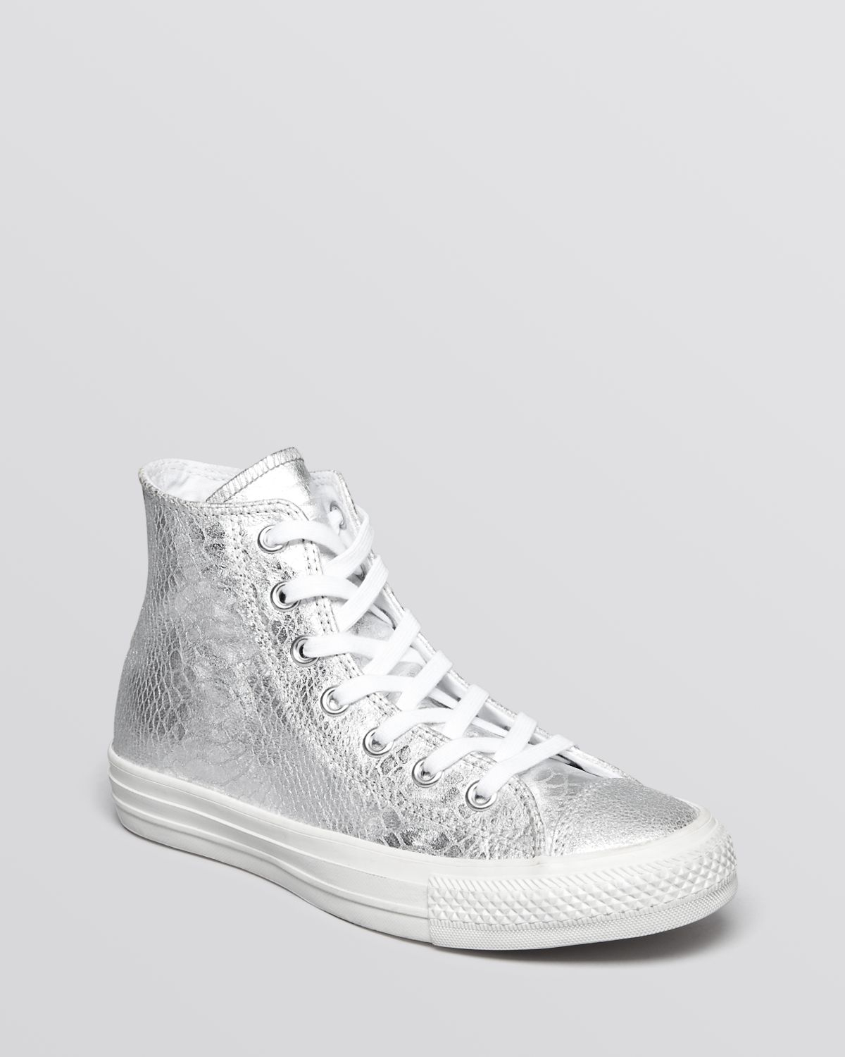 bc1a2bed26d4 Gallery. Previously sold at  Bloomingdale s · Women s Converse Chuck Taylor  ...