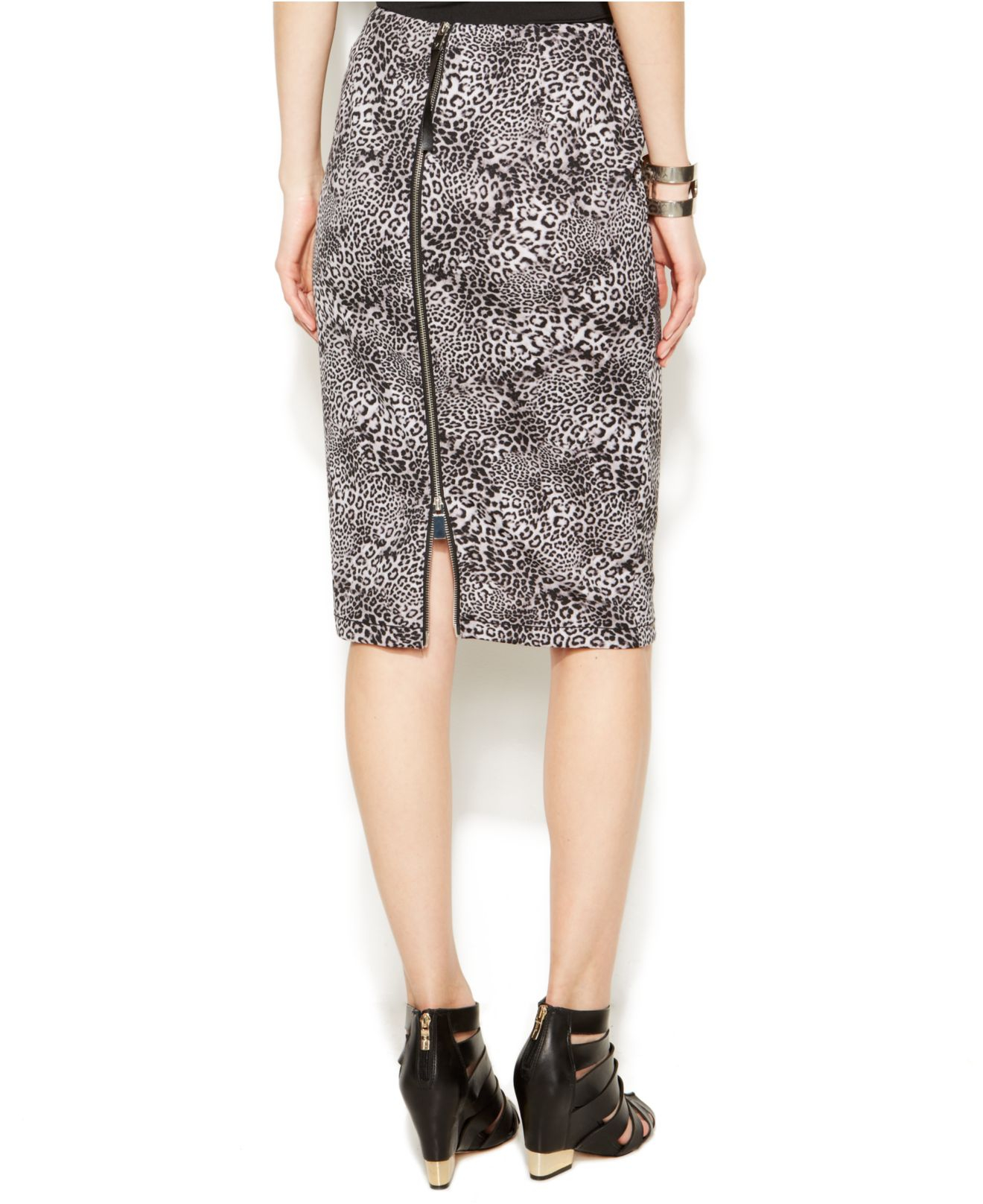 vince camuto leopard print pencil skirt in gray glacier