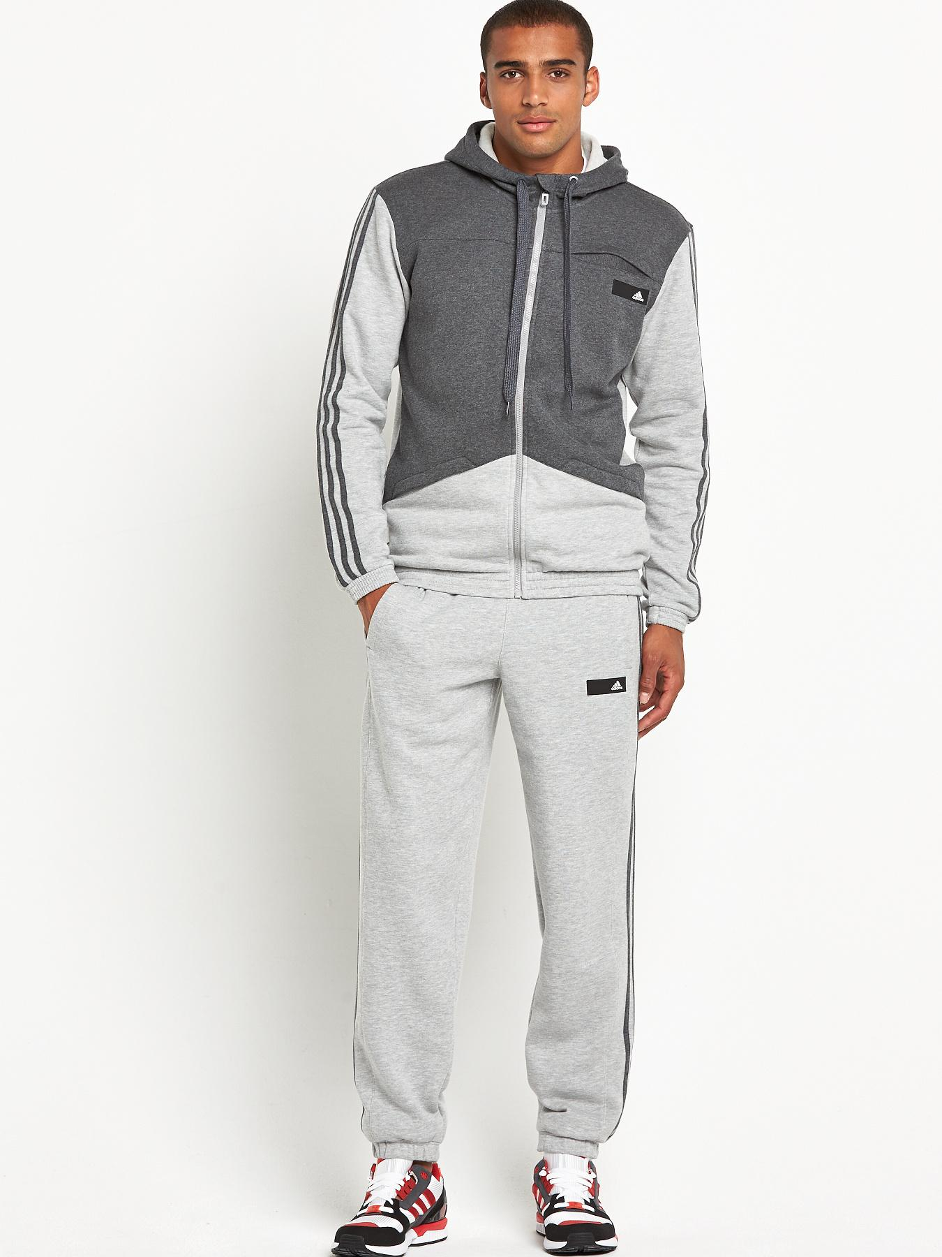 View all mens clothing Full tracksuits are great if you're taking part in team training, big events, or even just lounging around! We stock tracksuit sets, track tops, tracksuit bottoms, hooded tops and more.