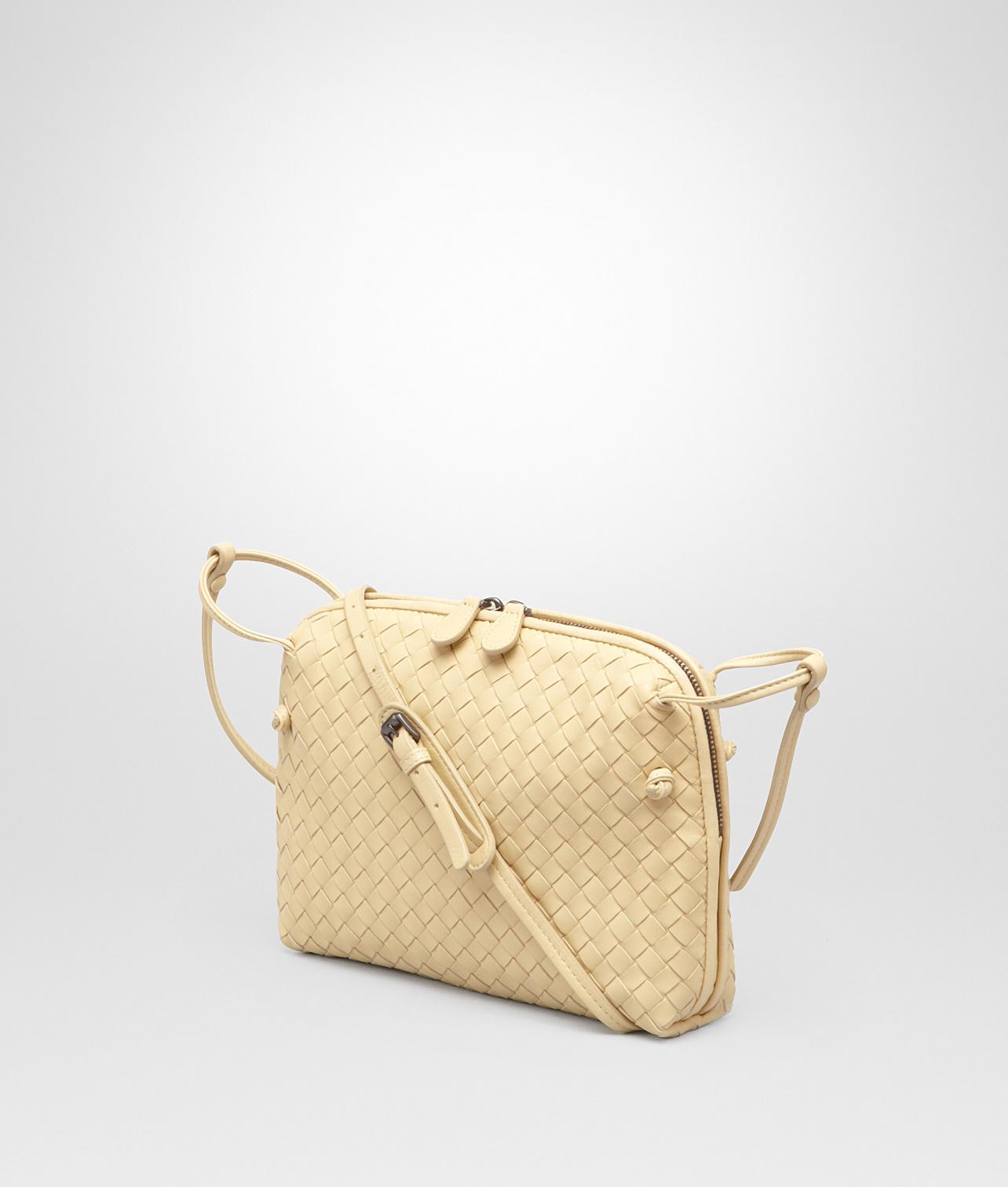 945f4cacfc1 Bottega Veneta Banane Intrecciato Nappa Messenger Bag in Natural - Lyst