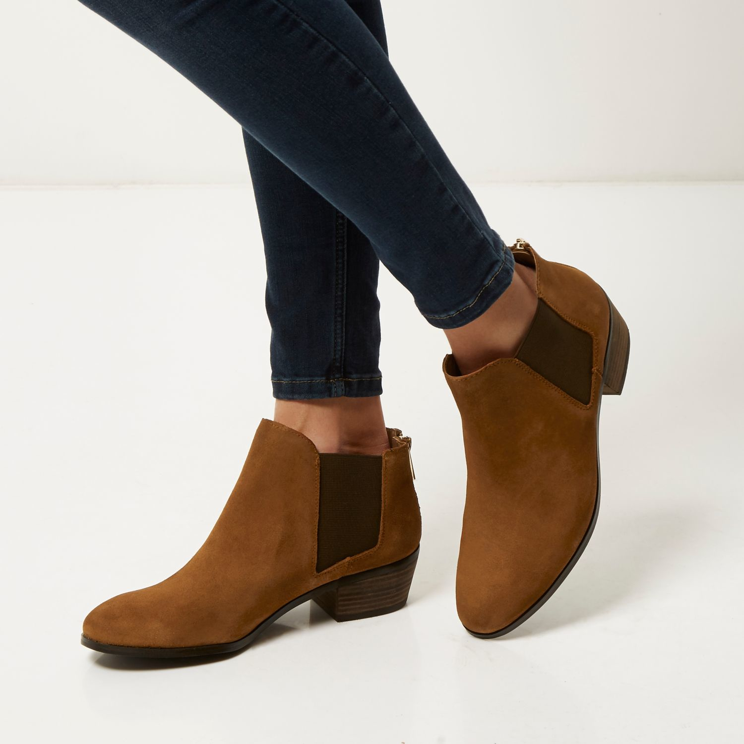 Trendy, new styles of Brown Ankle Boots have arrived at Macy's. Discover the latest looks for Womens Brown Ankle Boots, Ladies Brown Ankles Boots and more.
