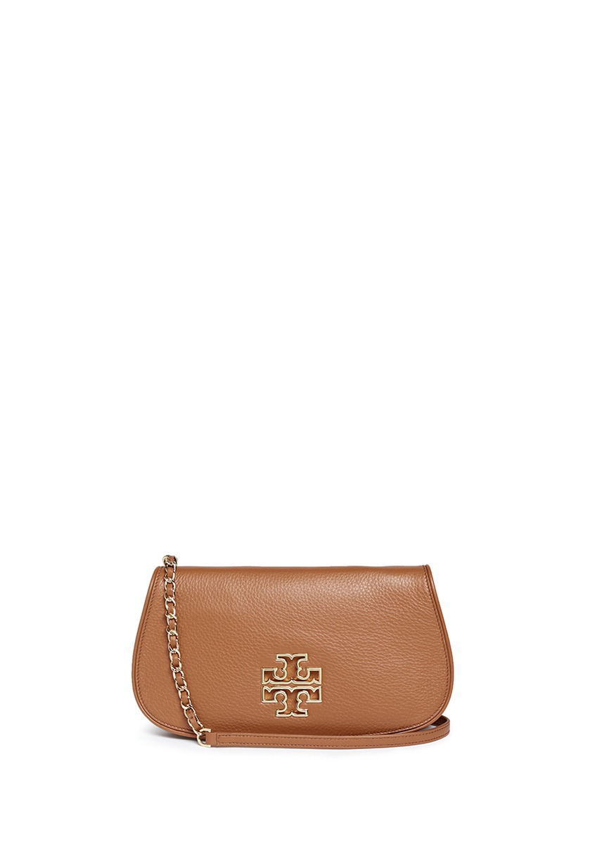 5b3c68933577 Lyst - Tory Burch  britten  Cutout Logo Pebbled Leather Chain Clutch ...