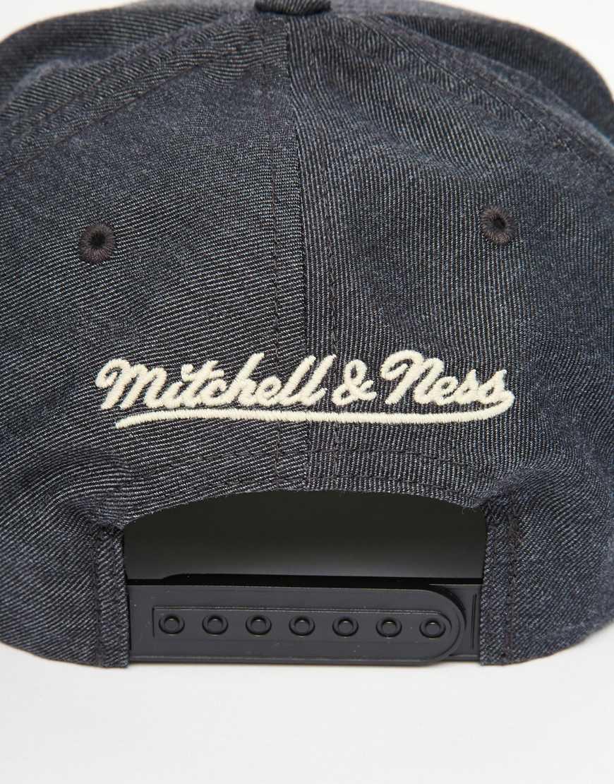 4ce86e2a8f2 Lyst - Mitchell   Ness Ny Knicks Snapback Cap in Gray for Men
