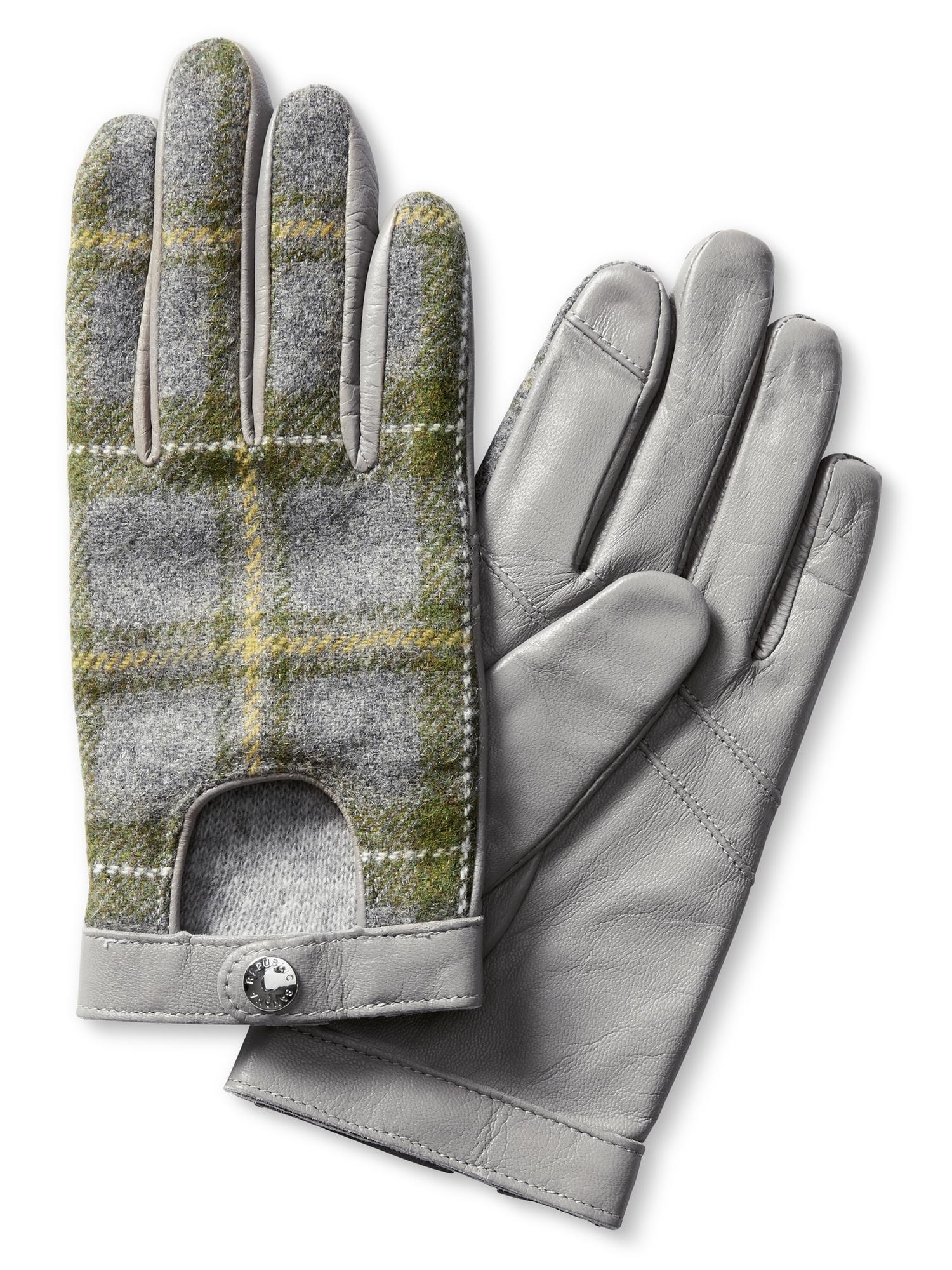 Discover the latest edit of stylish men's gloves at Banana Republic that seamlessly complement a range of looks for work and play. Quintessential Warm Accessories that Exude Discerning Taste. Distinctive style and functional warmth converge in this signature selection of tailored gloves for men.