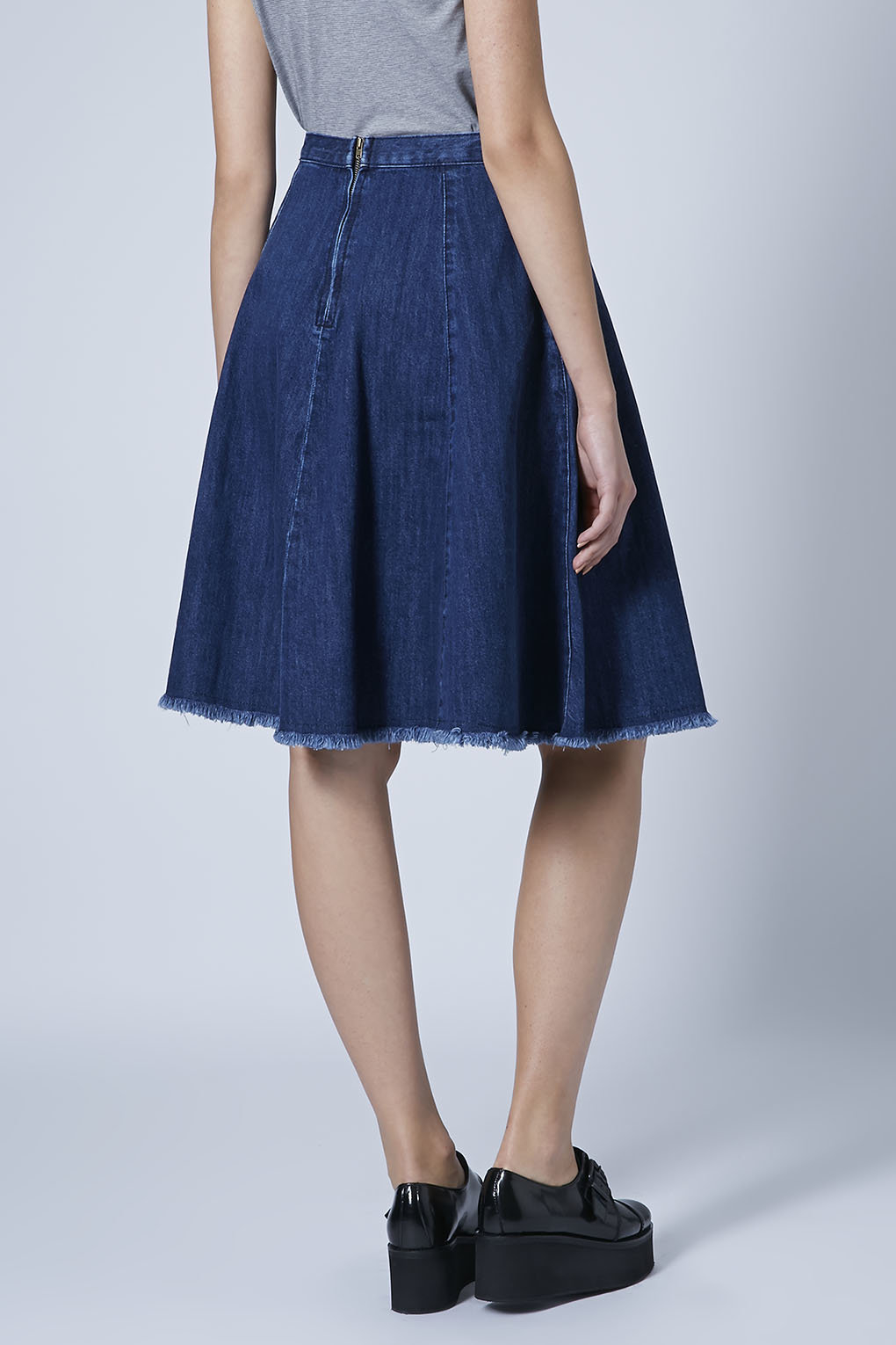 topshop moto denim fray hem midi skirt indigo in blue lyst