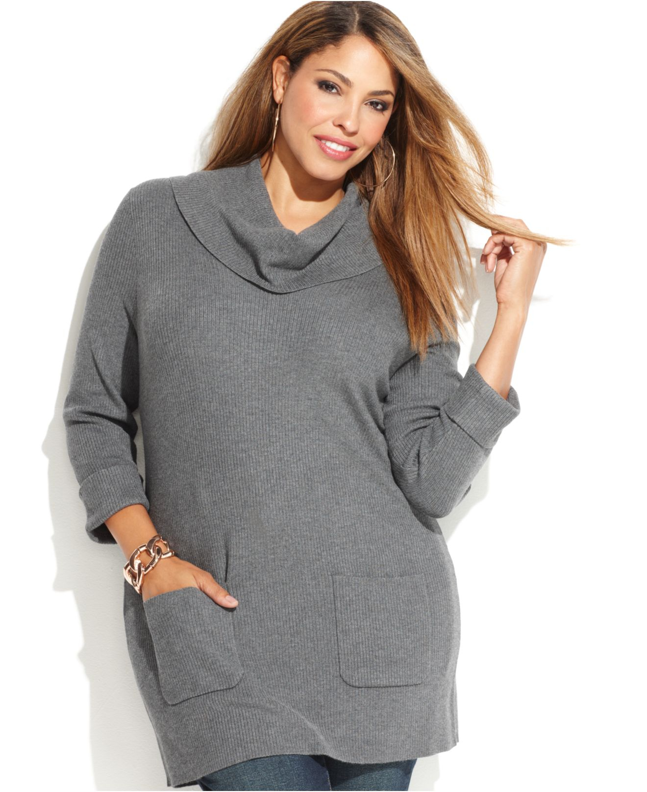 The key to wearing plus size tunics is to find a style that suits your body type. A tunic should never be oversized and shapeless. If you're an apple shape, focus on your neckline with V-necks, off-the-shoulder tops and split-neck styles.