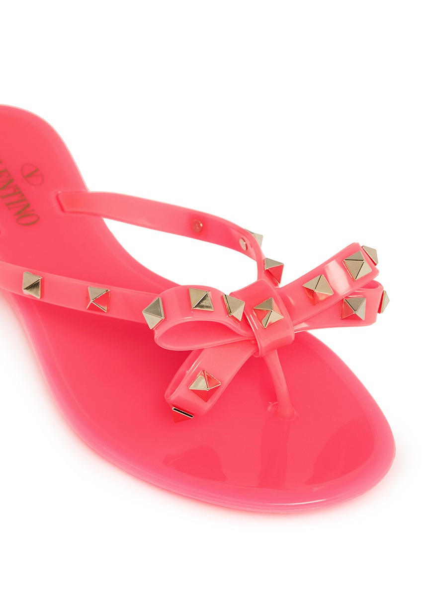 Lyst Valentino Rockstud Bow Flat Jelly Sandals In Pink