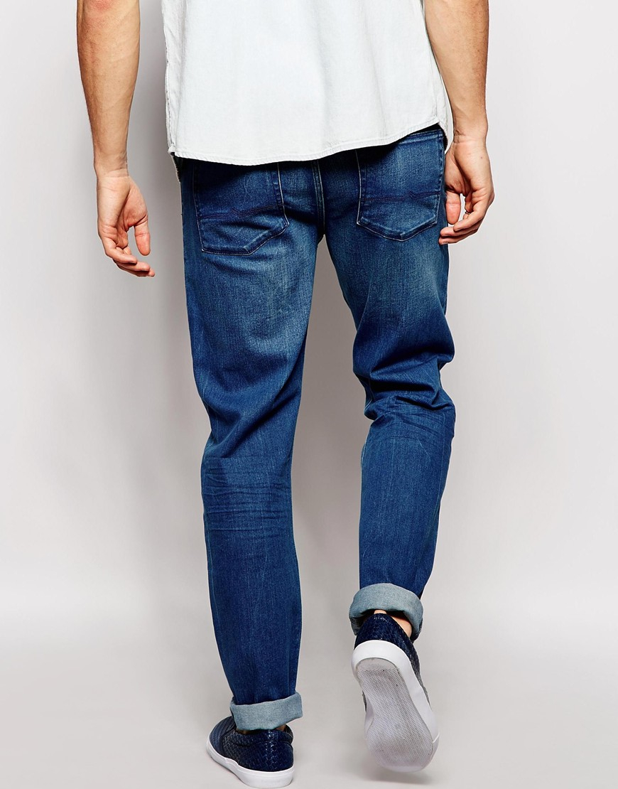 These 11 oz Roland tapered jeans will have you standing out, no matter what the function is. Acid wash denim comes in skinny fit and distressing throughout.