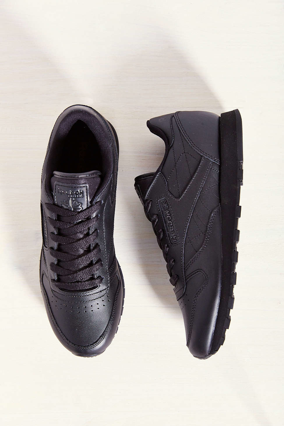 951e2264d37 Gallery. Previously sold at  Urban Outfitters · Women s Reebok Classic  Leather Women s Velcro Sneakers ...